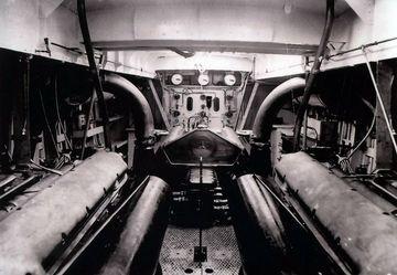 Motorenraum mit drei MB 502 Dieseln - Foto: Lürssen