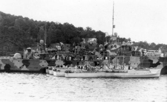 """Begleitschiff """"Adolf Lüderitz"""" und vier Boote der 3. SFltl in Finnland 1941 - Foto: Archiv E. Skjold"""