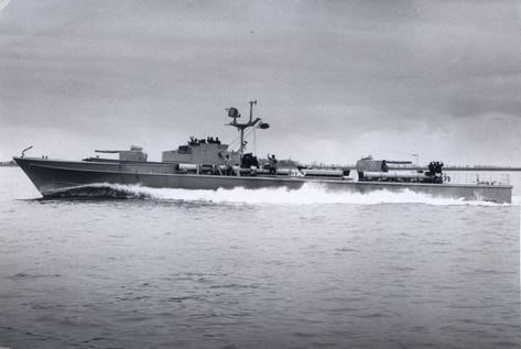 """S-""""Jaguar"""" auf Probefahrt mit Holzattrappen statt der 40 mm-Geschütze - Bild: Archiv Heinz Haag"""