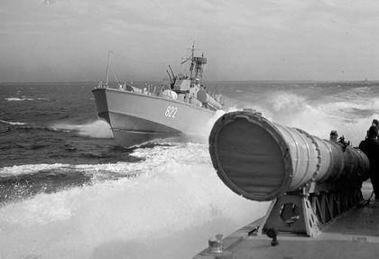 Boote vom Typ P 6 in Formation - Bild: Archiv Flohr