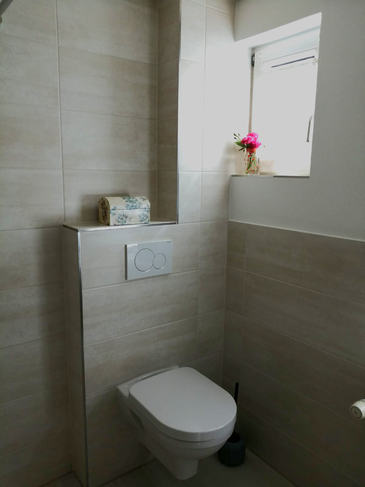 Sanibel Wand-WC 3001 spülrandlos. Seniorengerecht auf 46 cm Höhe montiert