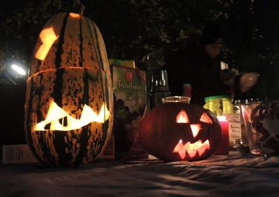 Halloween auf dem Platz ohne Namen