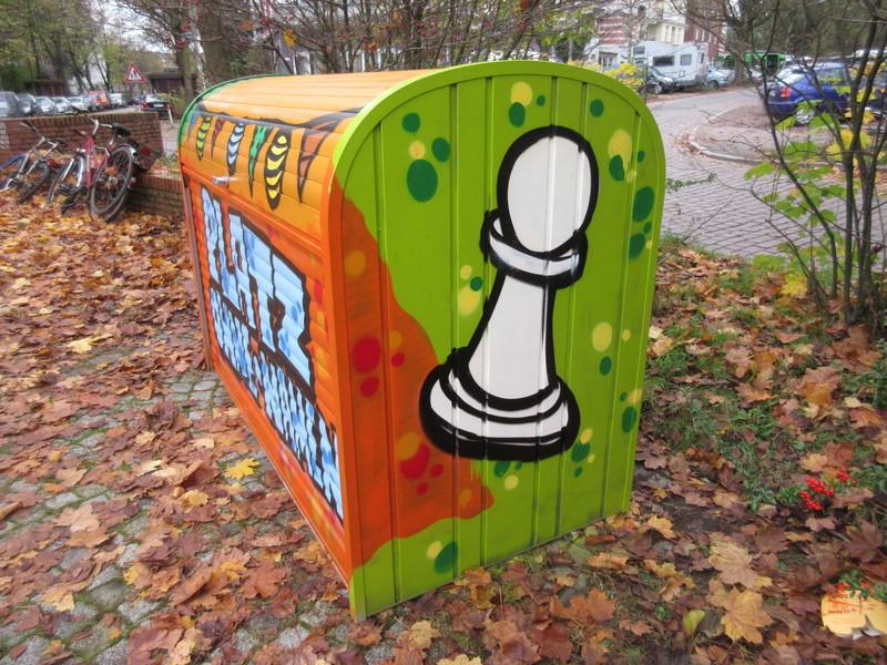 In der Kiste sind Schachfiguren ...