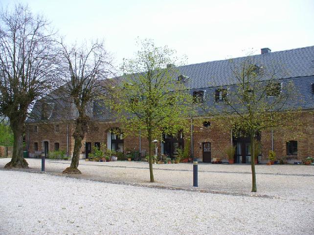 Rechte Vorburg, Sanierung der Fenster, Türen und Tore
