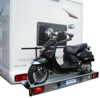 Extension et adaptateur de cadre comme base pour dispositifs ajoutés, tels que attelages remorques ou systèmes de portage arrière, pour camping-cars, caravanes et fourgons.