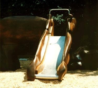 toboggan du Char du soleil - sculpture ludique en bois de séquoia
