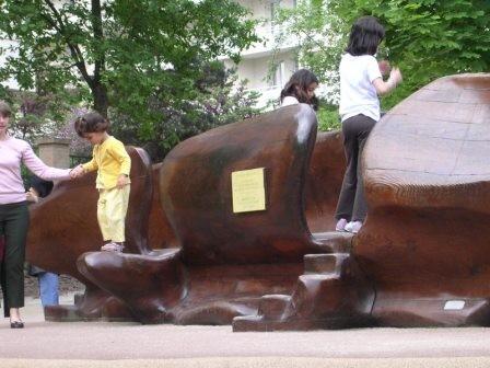 """""""anatomie"""" sculpture ludique pour les petits en bois de séquoia"""