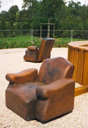 """espace """"les guerres - la paix"""": les fauteuils du pouvoir"""