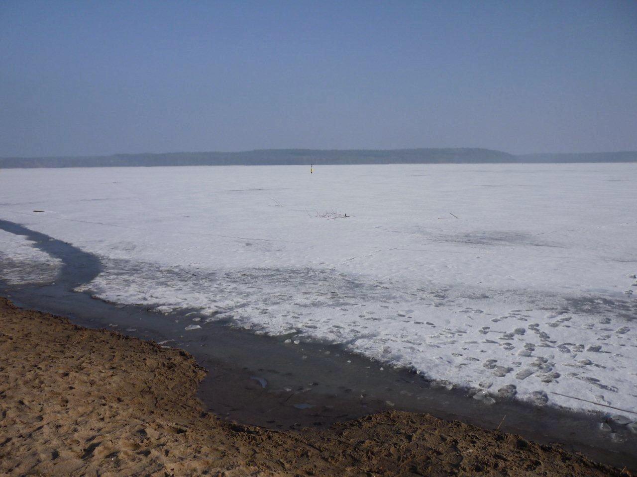 Der See im Winter. Genießen Sie die klare Luft!