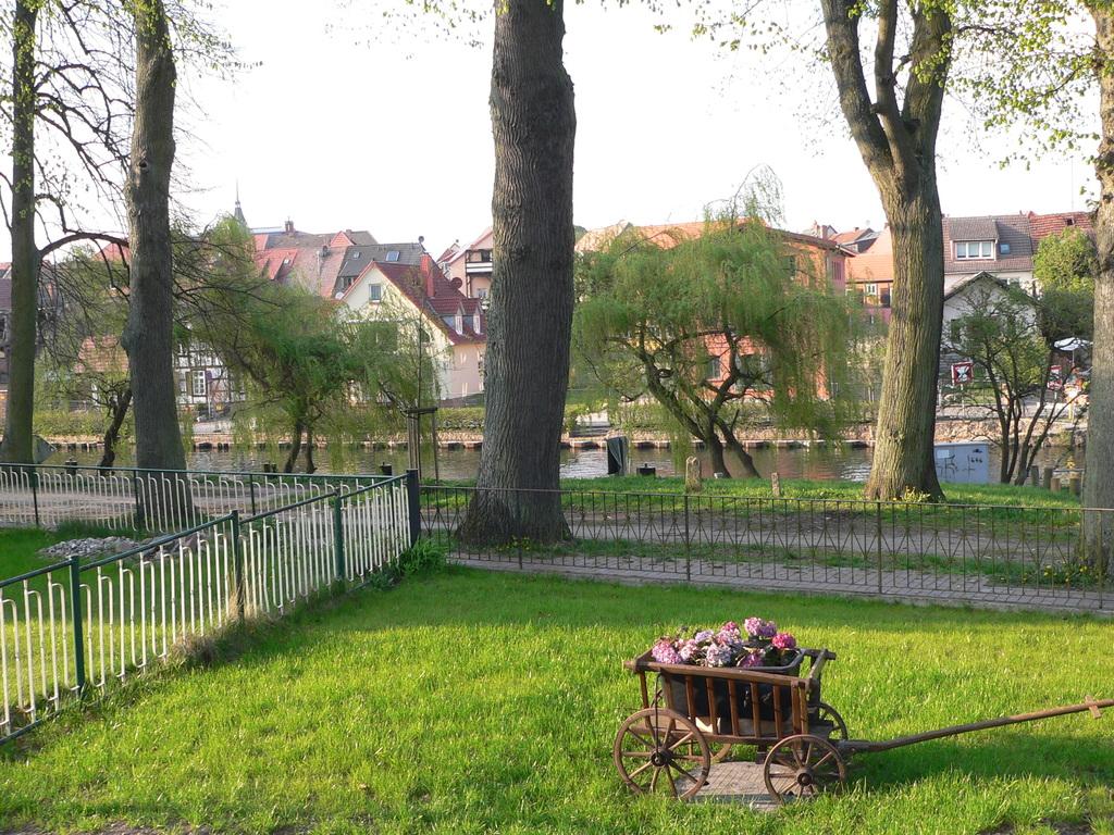 Blick vom 2. Sitzplatz auf die Müritz Elde Wasserstraße im April aufgenommen