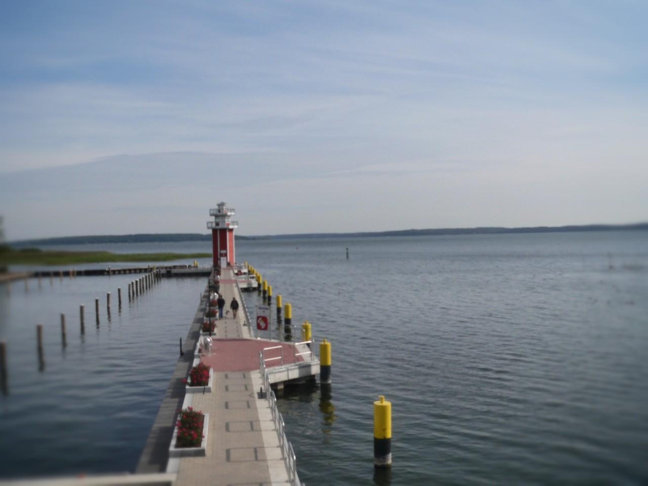Blick auf den Leutturm und den See