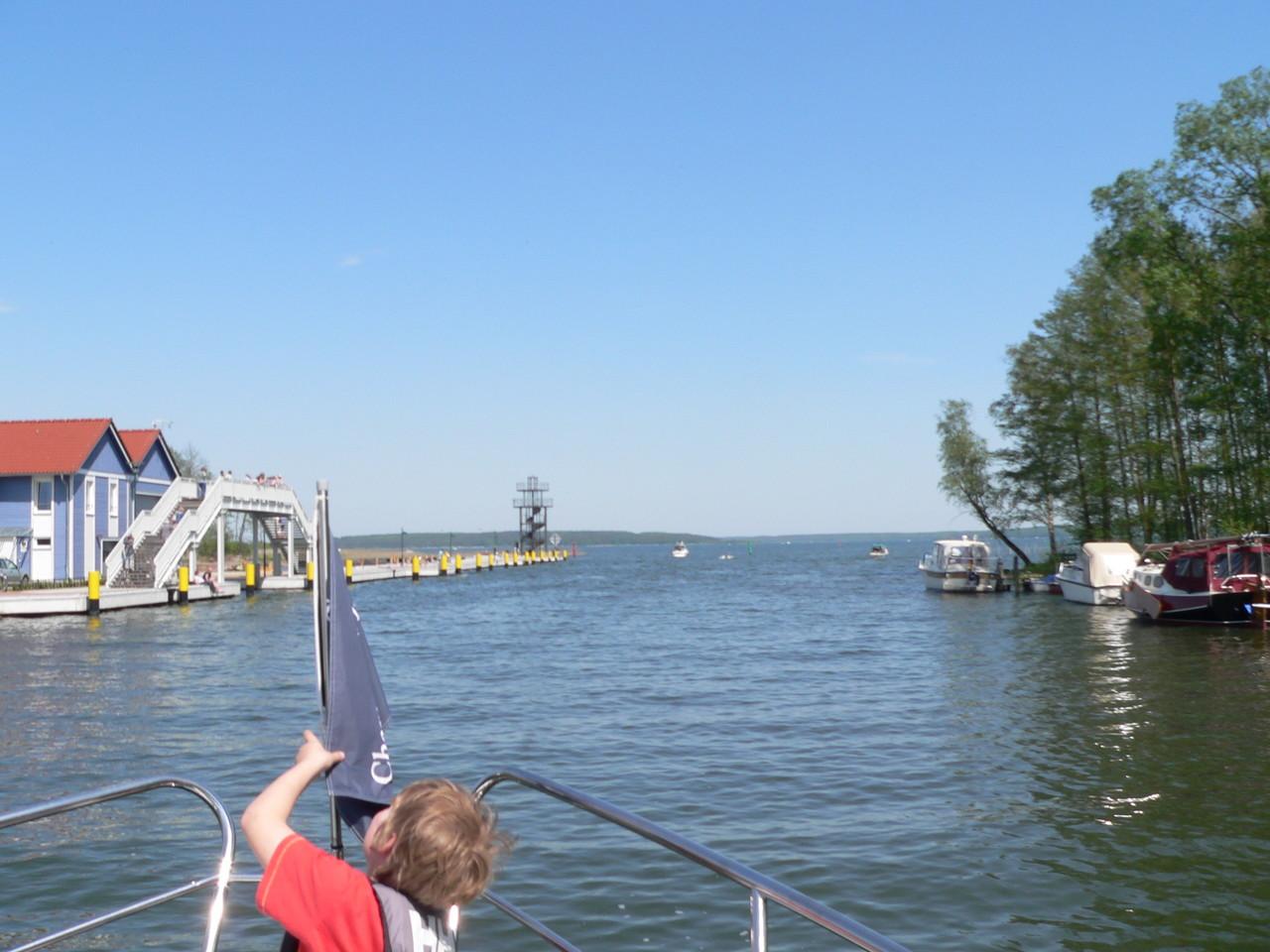 Ausfahrt von der Elde Müritz Wasserstraße in denAuf Plauer See!