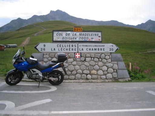 SUZUKI V-Strom DL 650 (Alpes 2004)