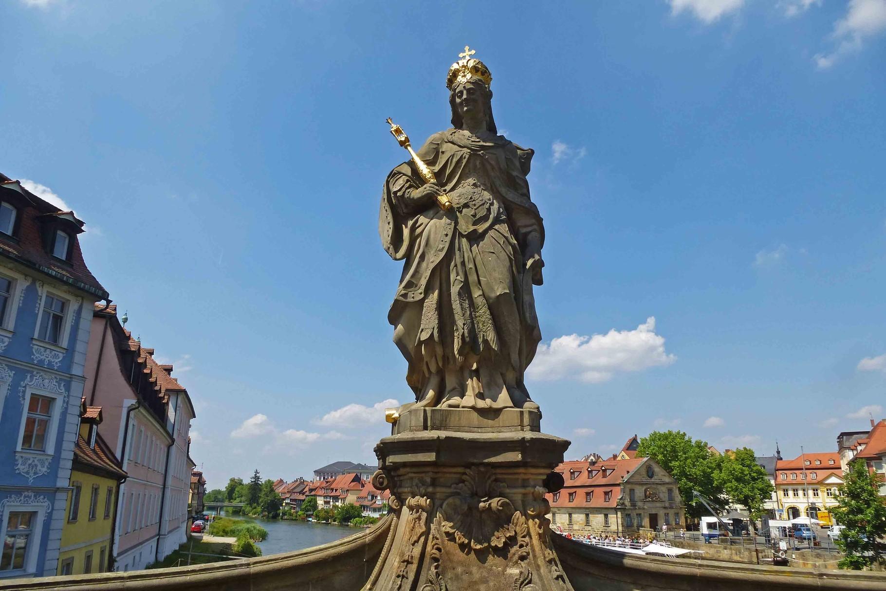 Kaiserin Kunikunde beschützt Bamberg