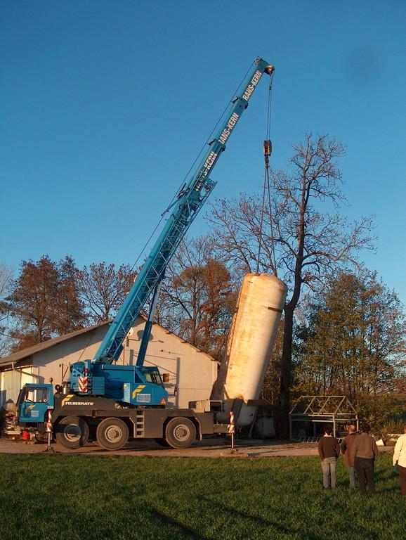 Aufstellung des Wasserbehälters für die Wärmeversorgung
