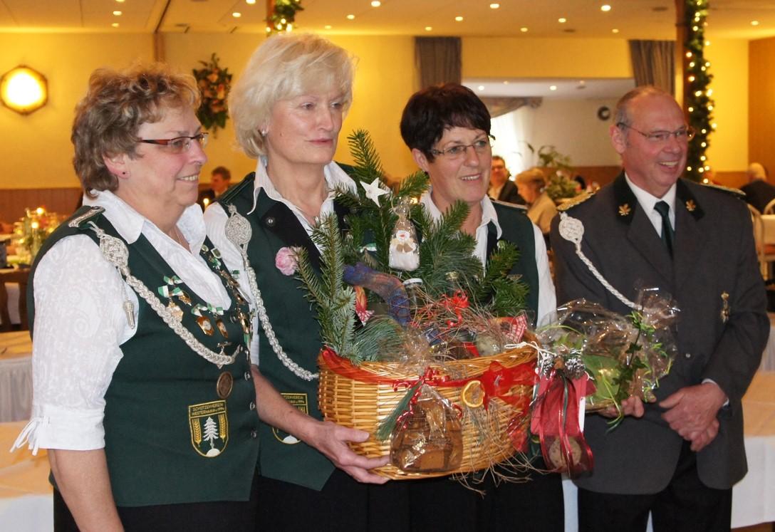 Siegerehrung der besten Damen - v.r.n.l. Anita Buck, Liane Fastert, Ute Reyelts und stellv. Präsident Joachim Thiele
