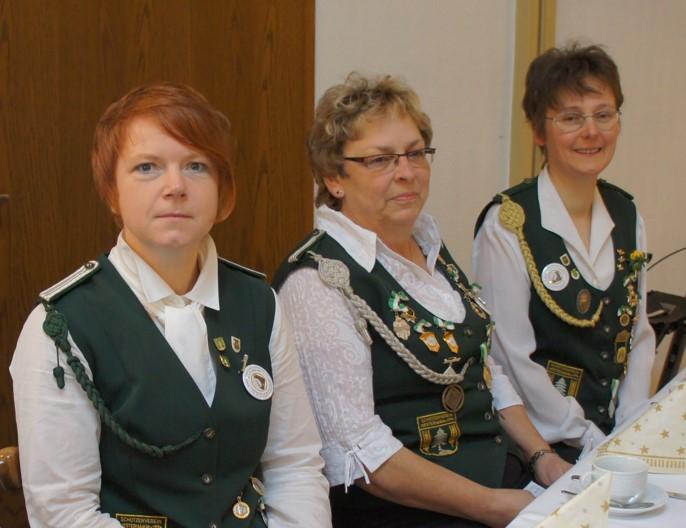 Damenleiterin beim 40jährigen: Anita Buck (Mitte) mit ihren Stellvertreterinnen: Tanja Sommerfeld (l) und Monika Mangels (r)