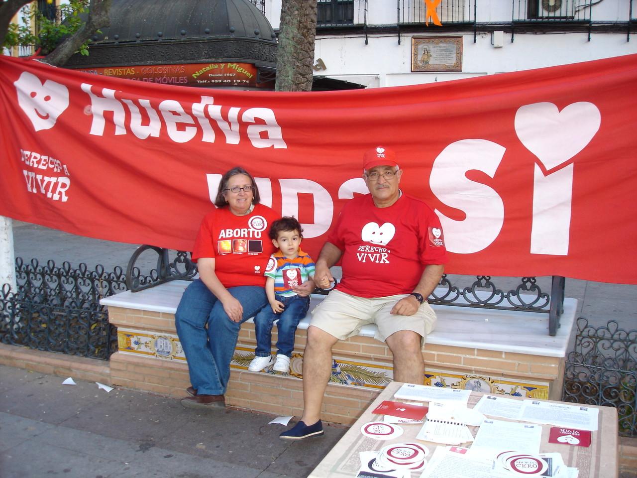 La Palma del Condado 19-04-2.013, recogida de firmas contra el aborto