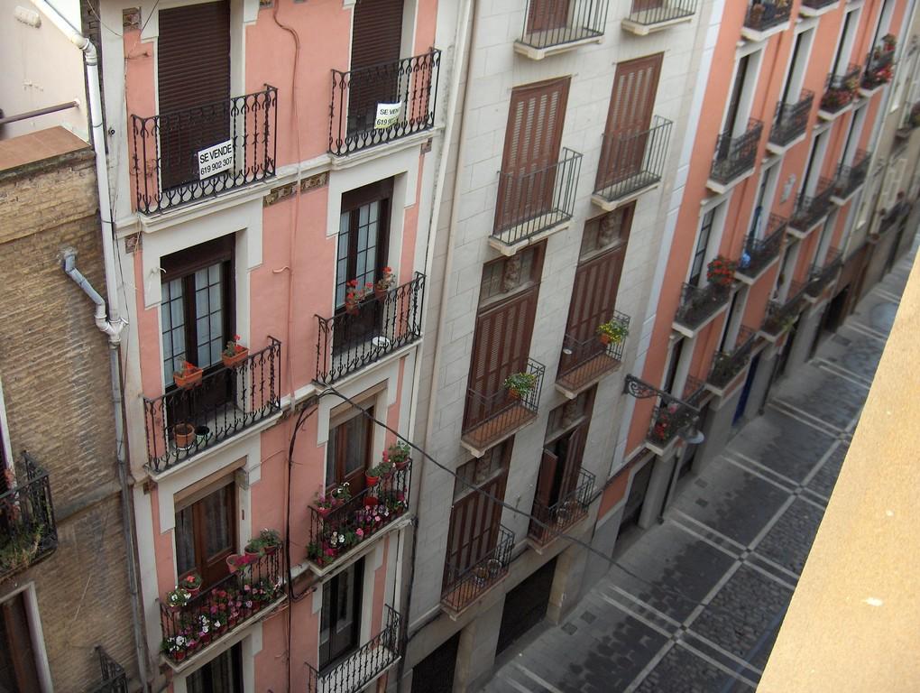 Die Gassen von Pamplona am nächsten Morgen