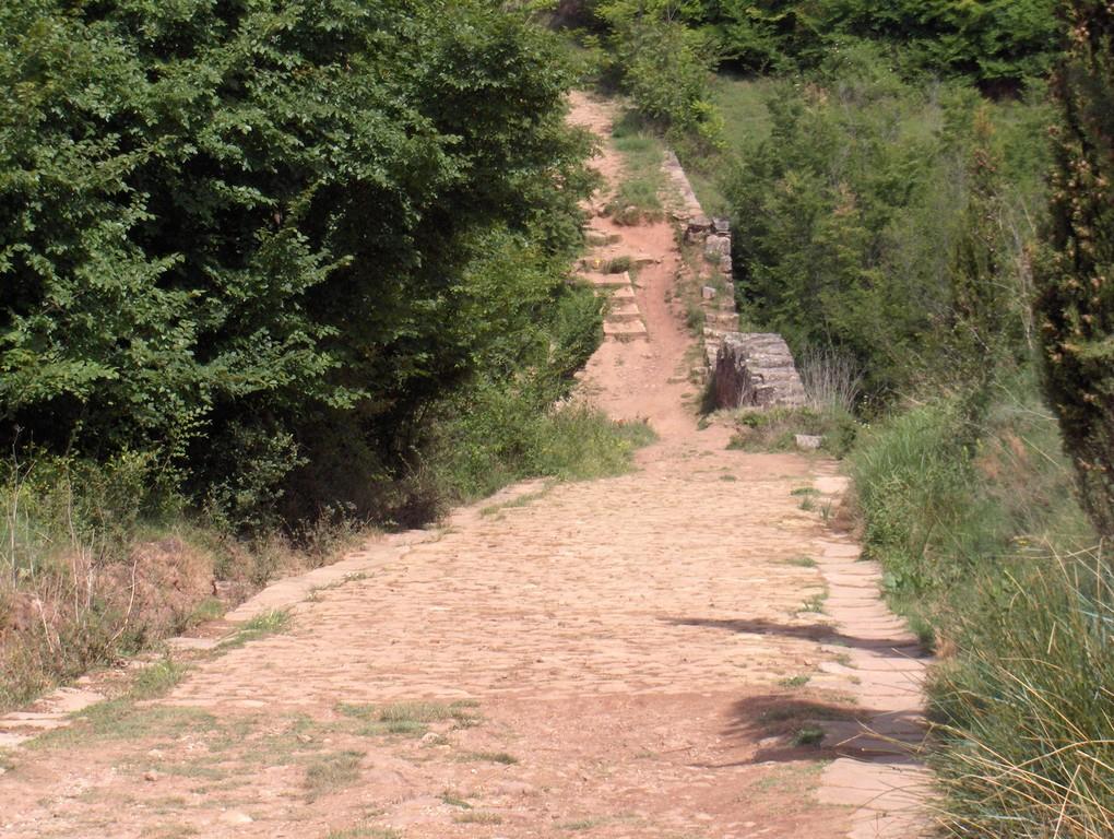 Die alte Römerbrücke hinter Cirauqui