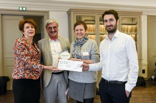La remise du prix par Jeanne Courouble, présidente de Cocodeal, et Claude Gruffat PDG de Biocoop.