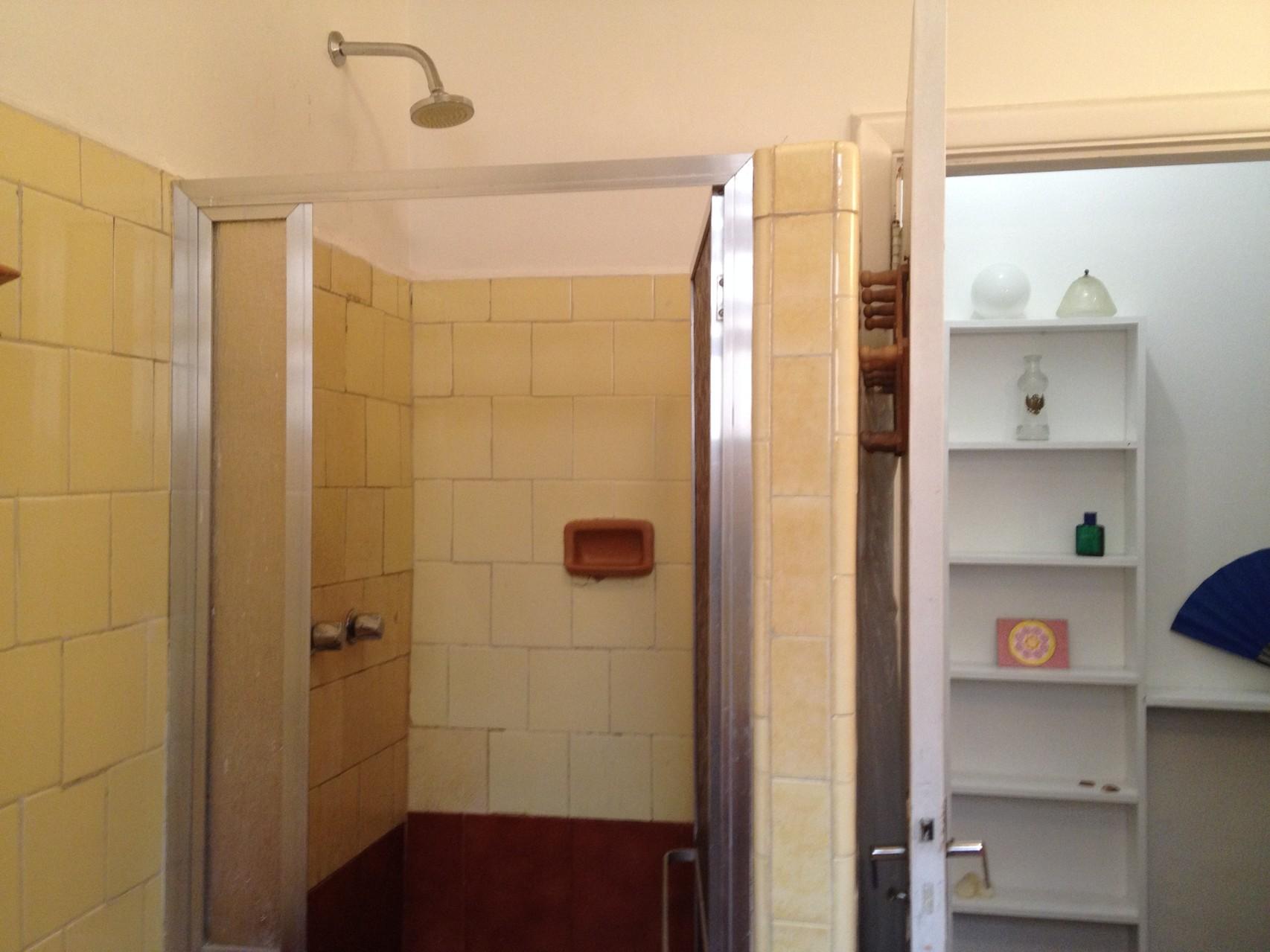 die Dusche und Flur