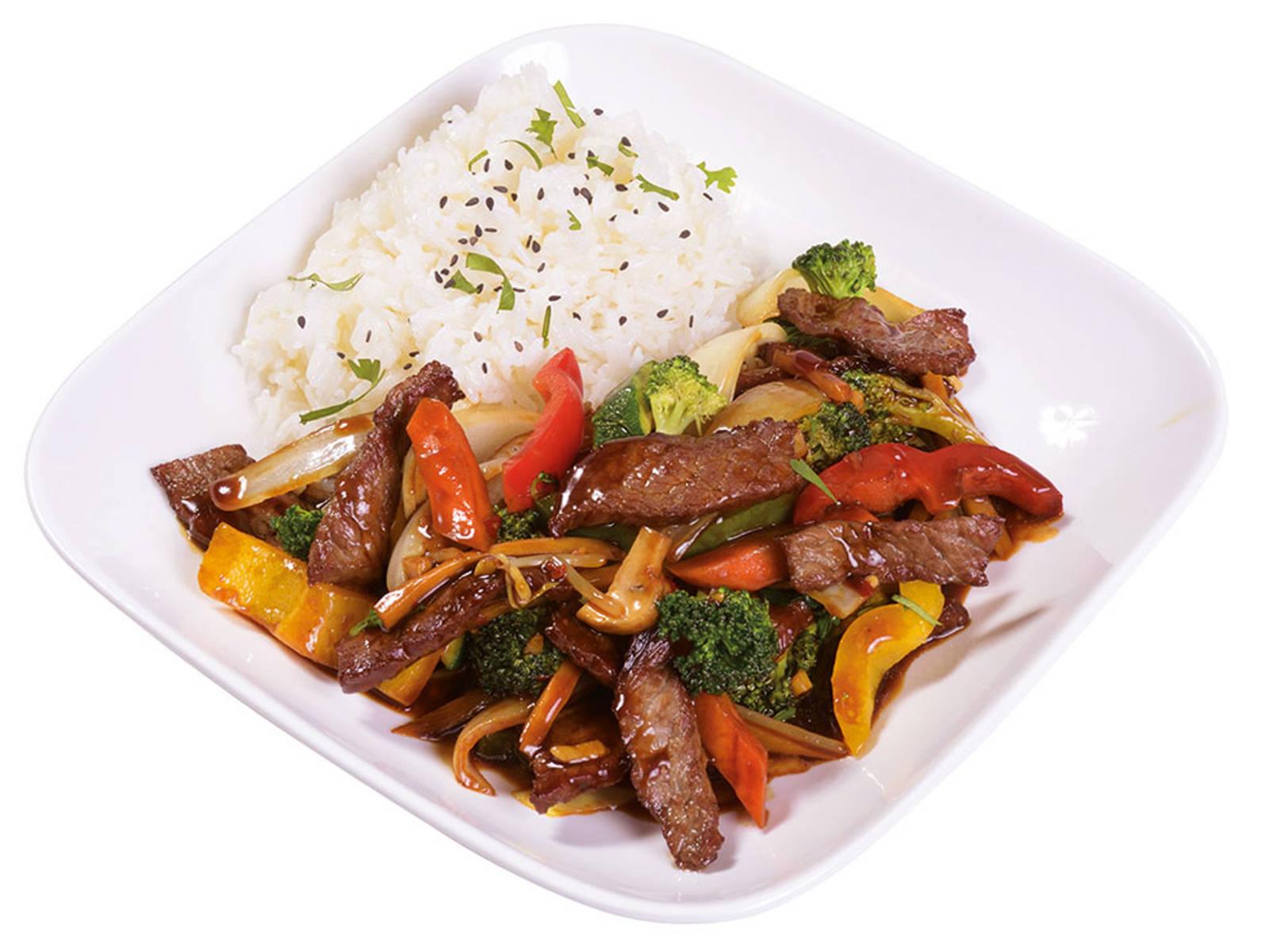 Darf auf einer klassischen Karte nicht fehlen: Chop Suey mit Fleisch, Gemüse und Reis