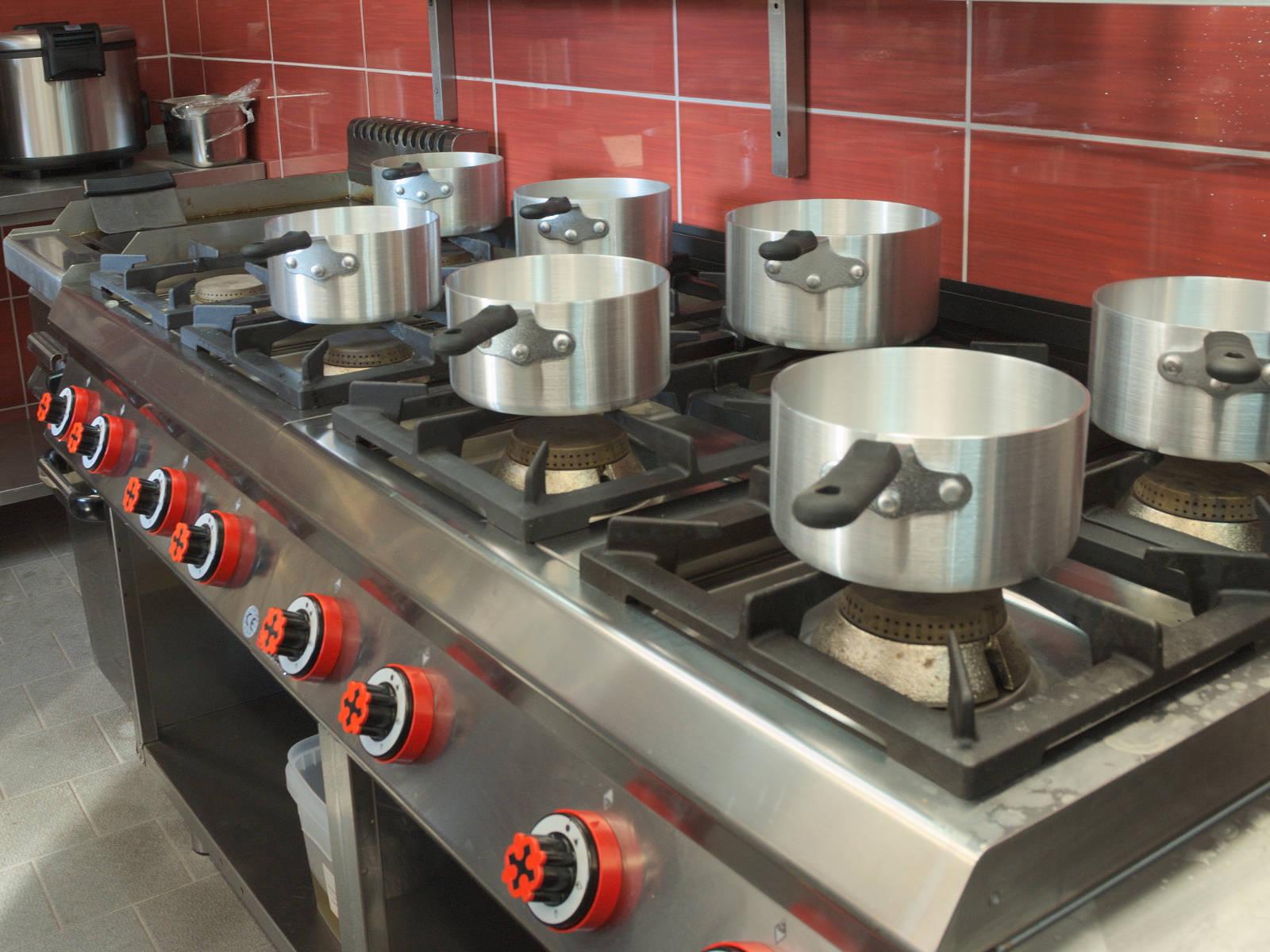 Moderne Kochflächen von Offcar mit bis zu 10 kW Leistung je Brenner