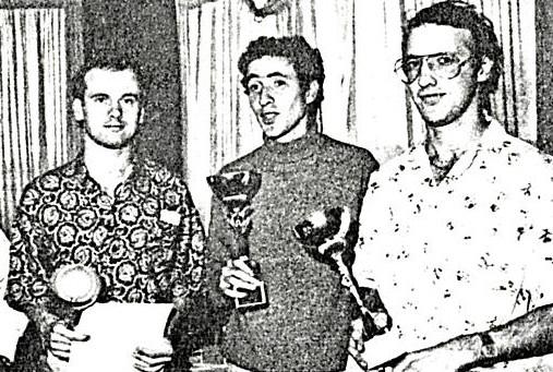 3 ième place pour l'équipe de Bordeaux : Laurent Cardin, Gérard Caupène, Frédéric Cardin ( Didier Ritter n'est pas sur la photo )