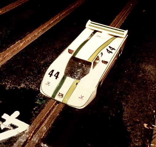 Classée 2 nde, la Jaguar XJR5 de Thoiry I. Châssis +PLUS+ moteur SME, transmission 12 x 35 entièrement d'origine de Jean-Claude Éhinger, William Inghelbrecht, Philippe Point.