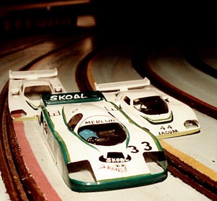 Carrosseries sans châssis avant le départ des 24 h de Bordeaux Slot racing 1985