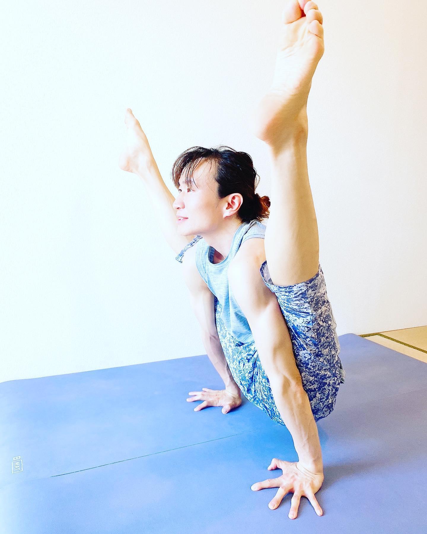 アシュタンガヨガ ティティバーサナ 合田賢二 ヒョニ ひょに ごうだけんじ ゴウダケンジ yoga ヨガ よが はじめてのアシュタンガヨガ