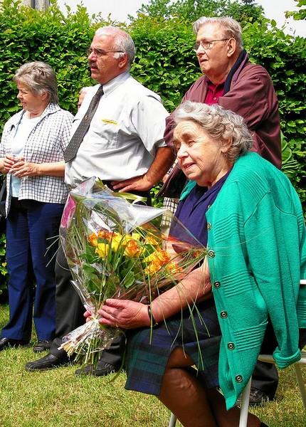 und Mama Rauber strahl innerlich mit ihren Blumen um die Wette