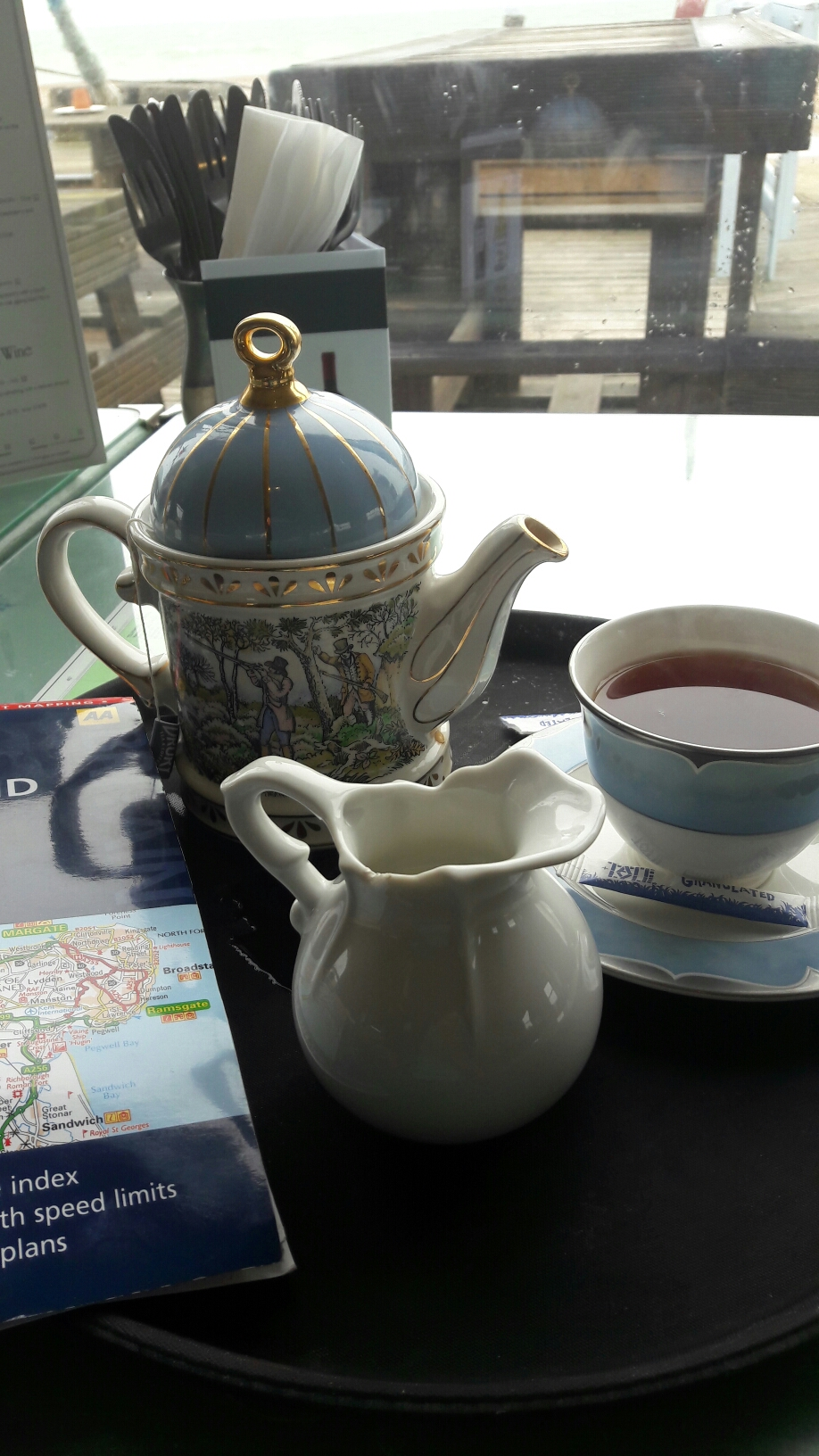 ... dafür aber guten englischen Tee getrunken