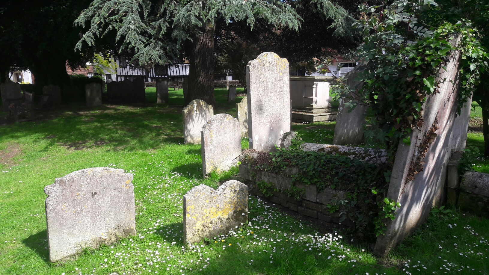 auf den Grabsteinen hinter der Kirche von Rye ist keine Inschrift mehr zu erkennen