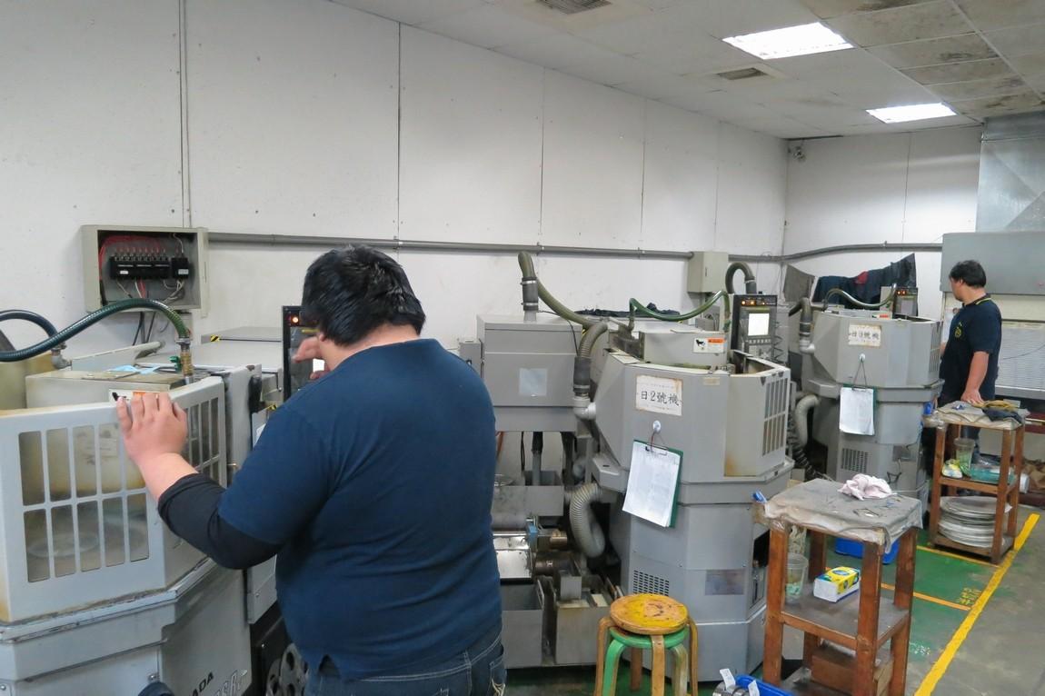 Rotor surface grinding machine