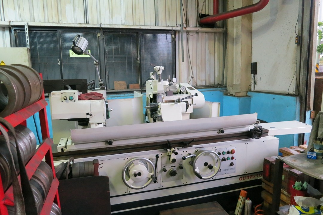 Outer surface cylindrical grinding machine