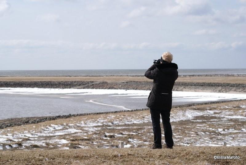 Die Fotografin und das Meer ... Foto: Birgit Martensen