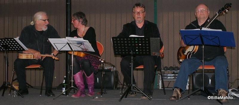 Meine Damen ... meine Herren ... das 1st Husumer  Ukulele-Orchester!