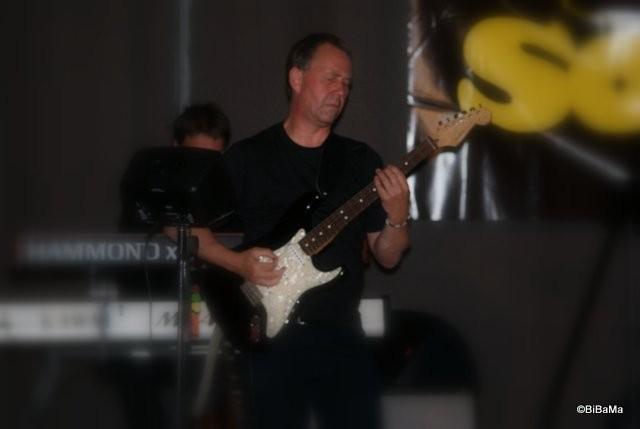 Der Gitarrist, der auch Triangel kann!