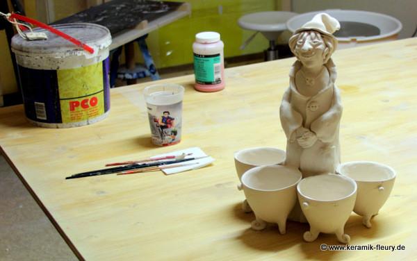 Keramik-Kräuterhexe nach der Trockenzeit