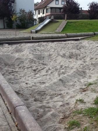 Neu! Unser Sandspielplatz. Hier wird kräftig gebuddelt und gebaut.