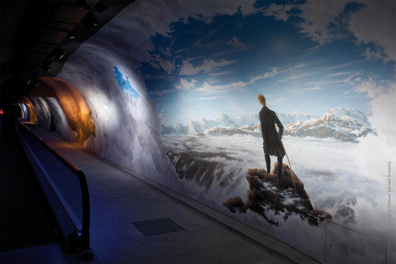 """""""Zu den Alpen hin"""" ist der Titel der 80 Meter langen visuellen und akustischen Reise, gesäumt von Motiven romantischer Malerei."""