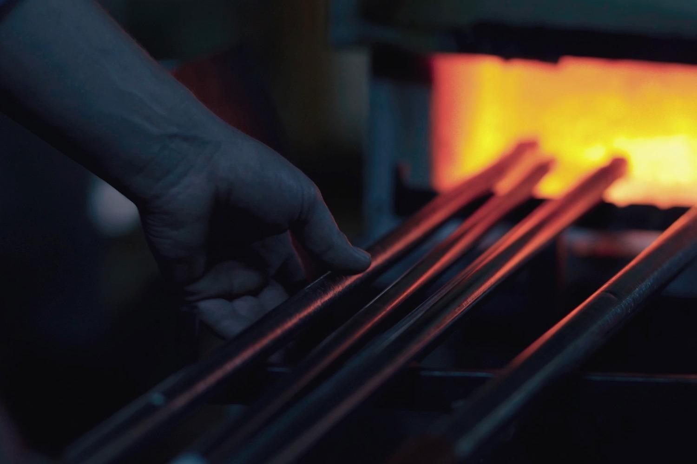 Die Close-ups erläutern die traditionellen Handwerkstechniken bis ins Detail ...