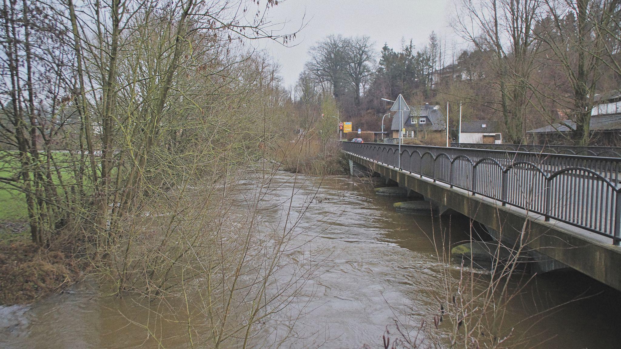 Möhnebrücke bei Hochwasser