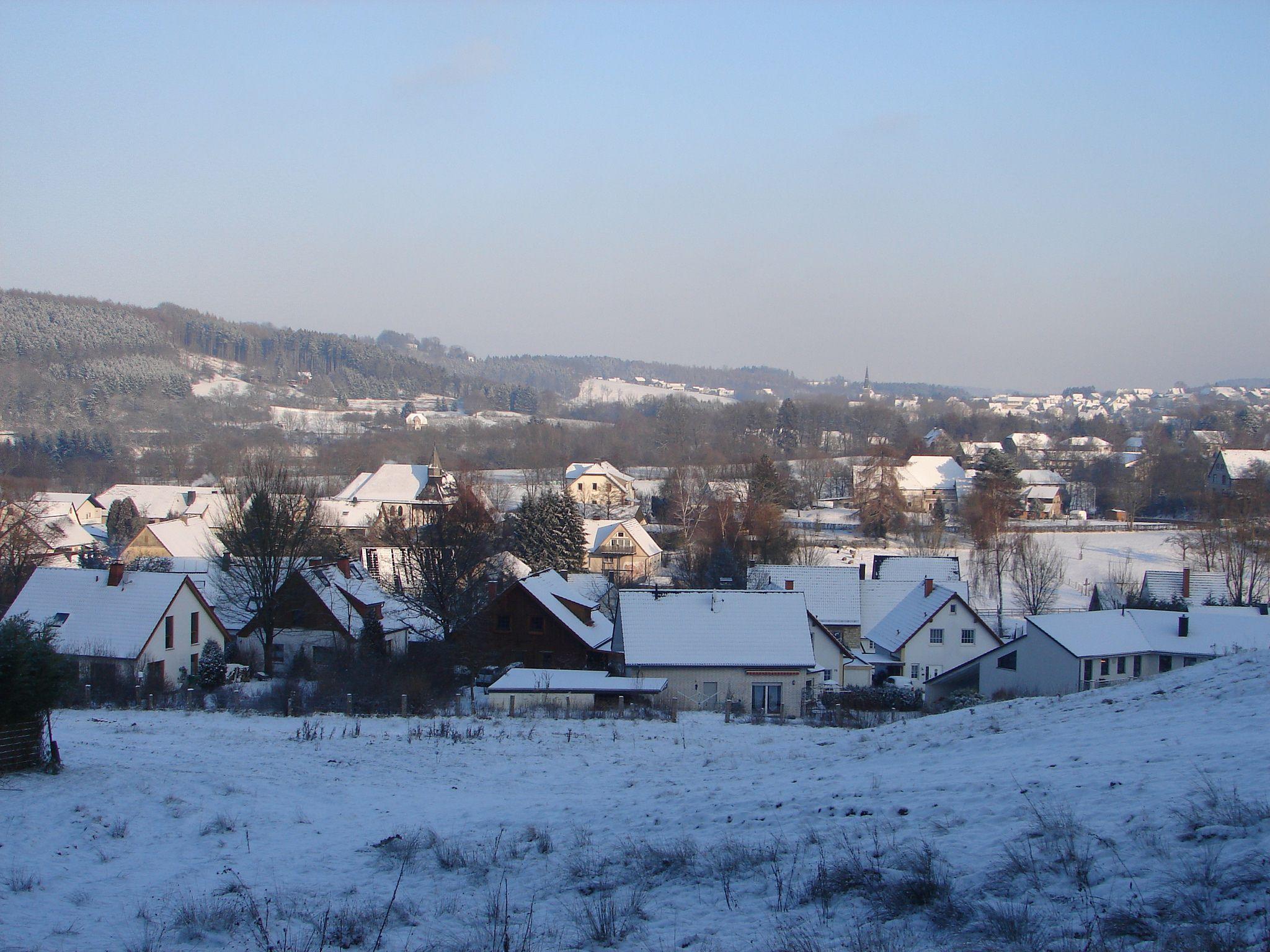 Blick auf das winterliche Niederbergheim von Westen