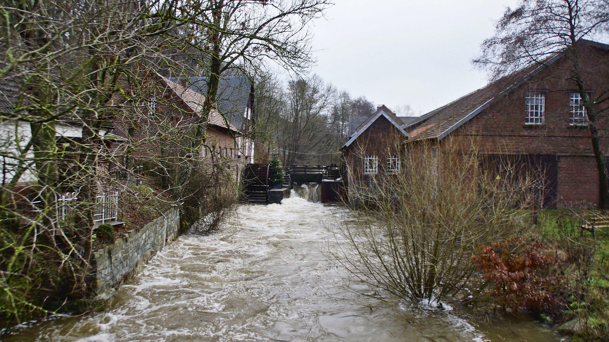 Das Mühlrad bei Hochwasser