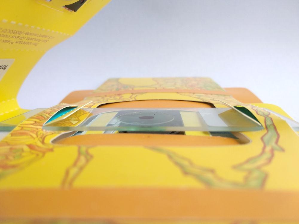 Objekträger ist richtig herum eingelegt. Das Deckglas zeigt zur Linse.