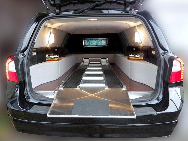 ボルボV70 霊柩車