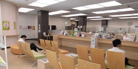 広島市銀行待合ロビー